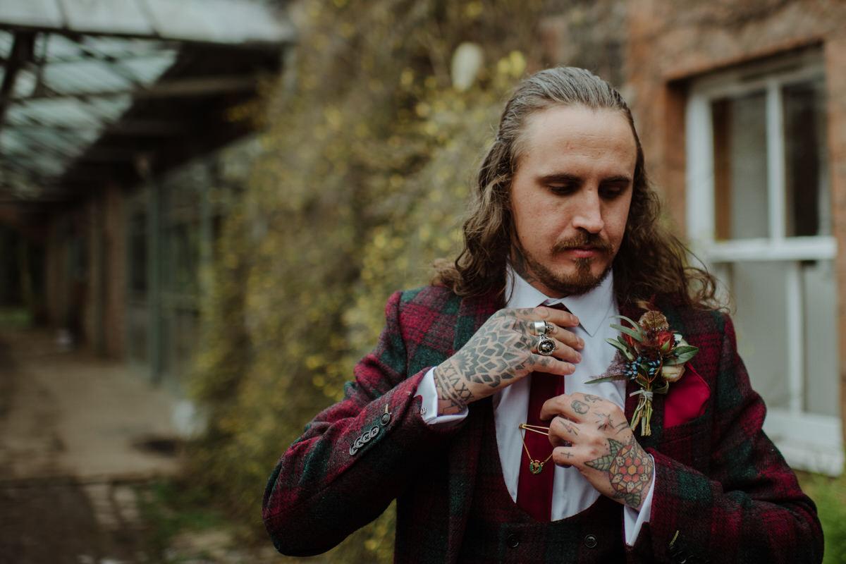 alternative groom