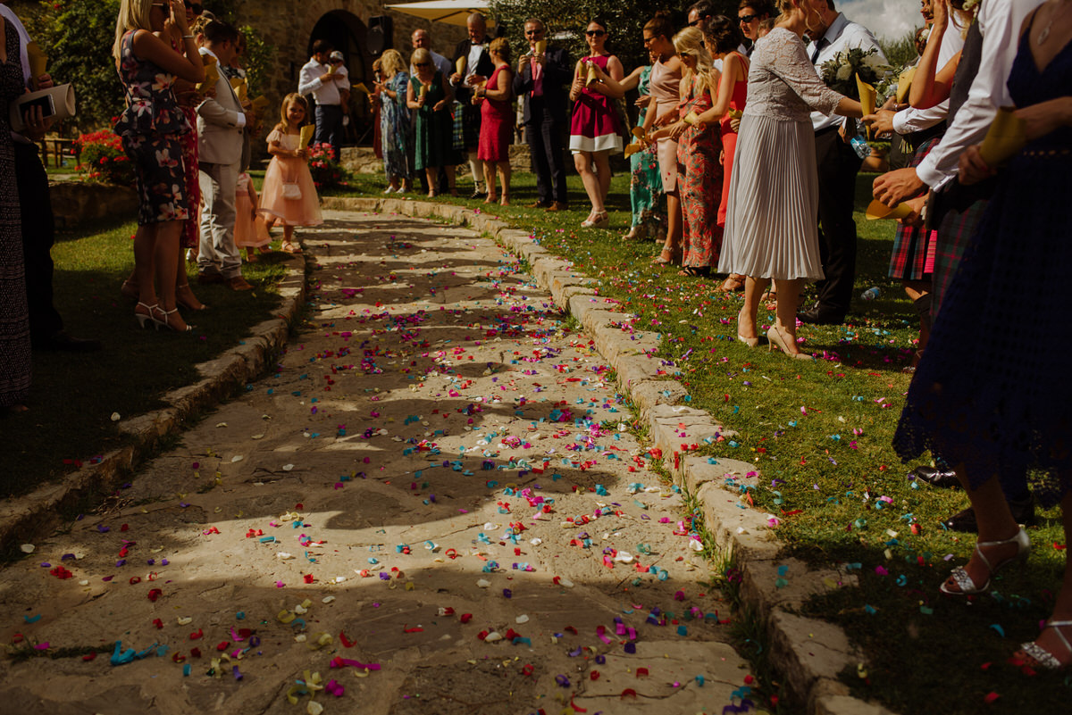 Confetti at a wedding ceremony at Casa Cornacchi