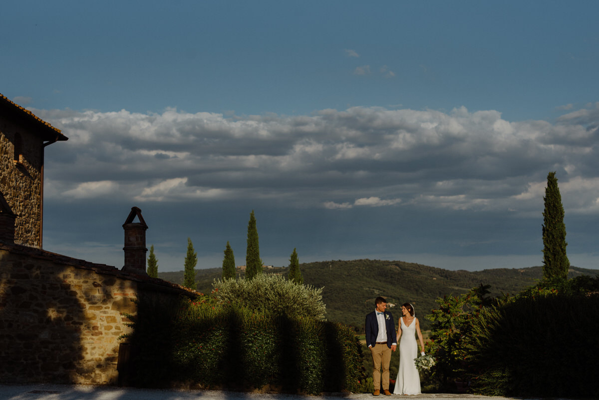 Couple photographs a wedding at Casa Cornacchi