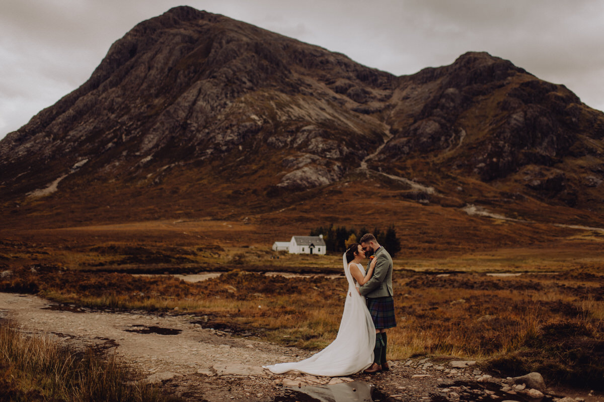 a wedding couple at Evite Mor in Glencoe Scotland