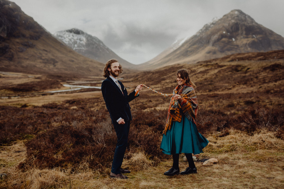 a wedding couple tie the knot in the Scottish highlands